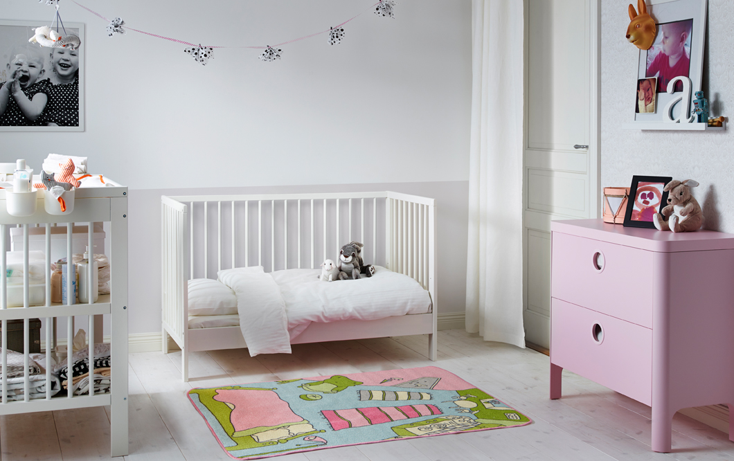 chambre bebe 1 an famille et b b. Black Bedroom Furniture Sets. Home Design Ideas