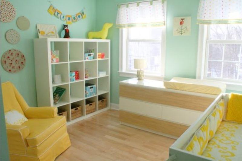 Chambre bebe vert deau jaune famille et bébé