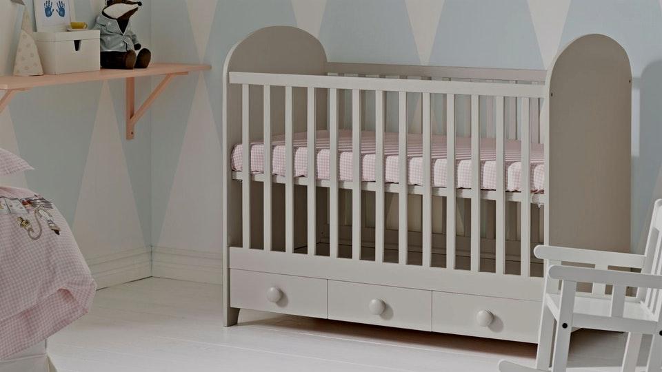lit bebe pas cher a roulette famille et b b. Black Bedroom Furniture Sets. Home Design Ideas