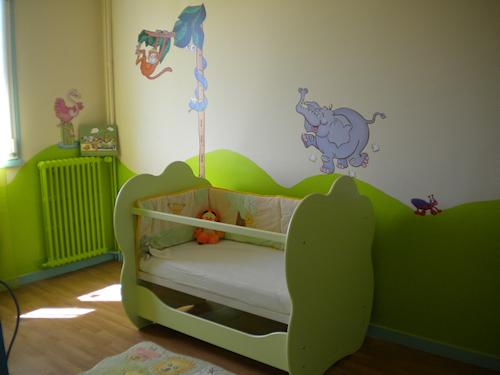 Chambre bébé fille jaune et vert - Famille et bébé