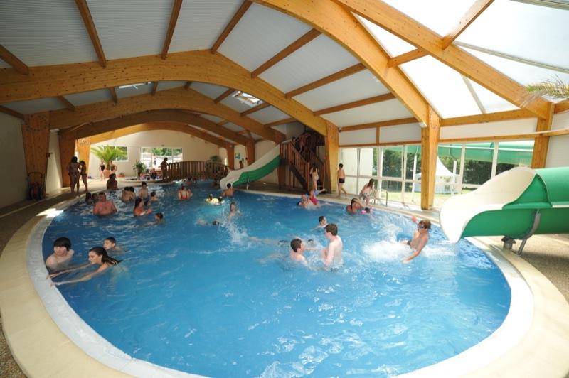 Piscine avec toboggan 02 famille et b b - Camping roscoff avec piscine couverte ...