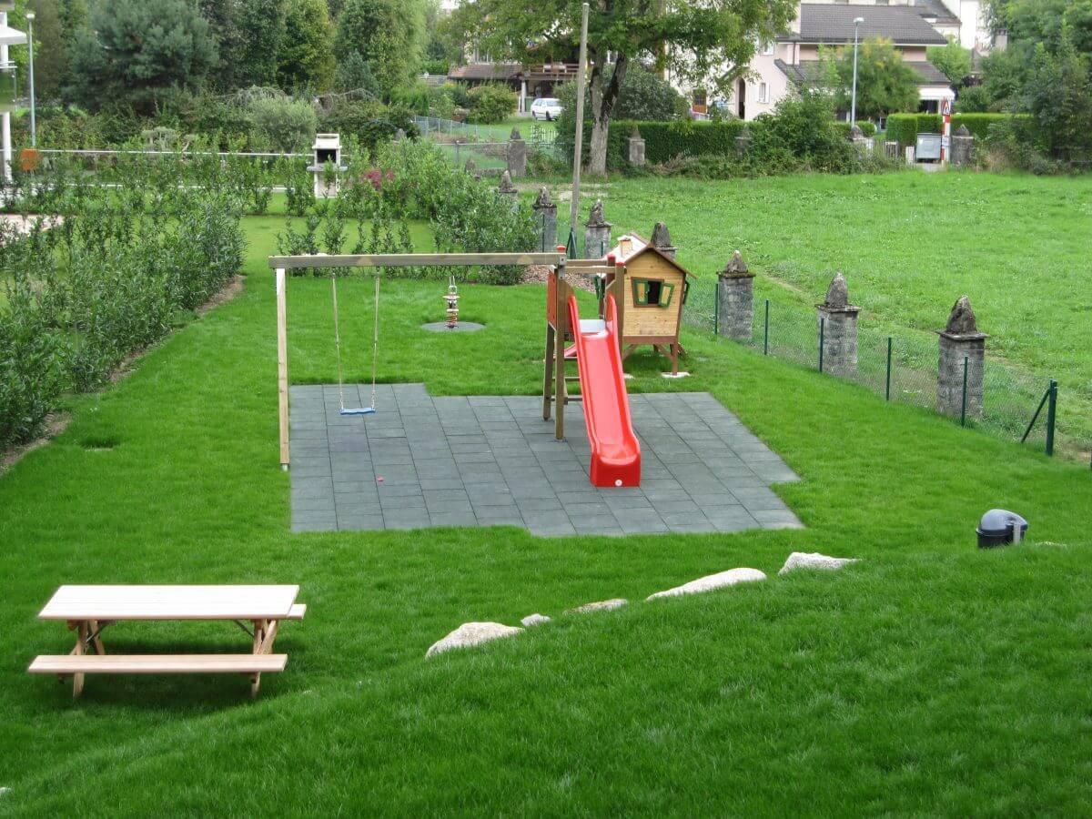 Balancoire toboggan jardin